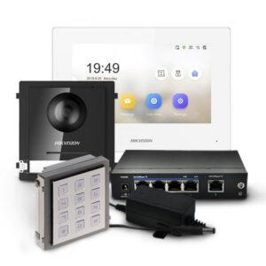 Zestaw wideodomofonowy z białą stacją wewnętrzną DS-KH6320-WTE1-W, modułem głównym i klawiaturą